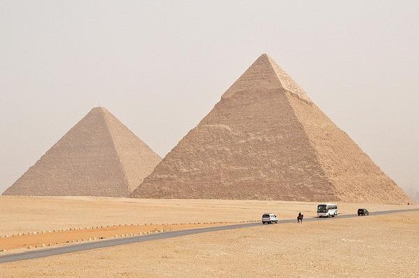 Три всемирно известные пирамиды: Хеопса, Микерин и Хефрена - называются Великими.  Каждая из них имеет свою легенду и...