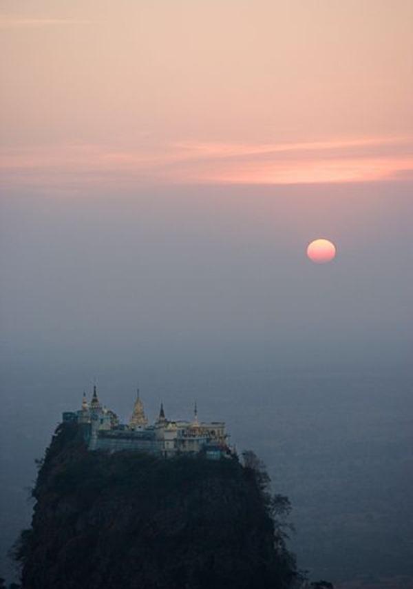 Буддийский монастырь Таунг Калат