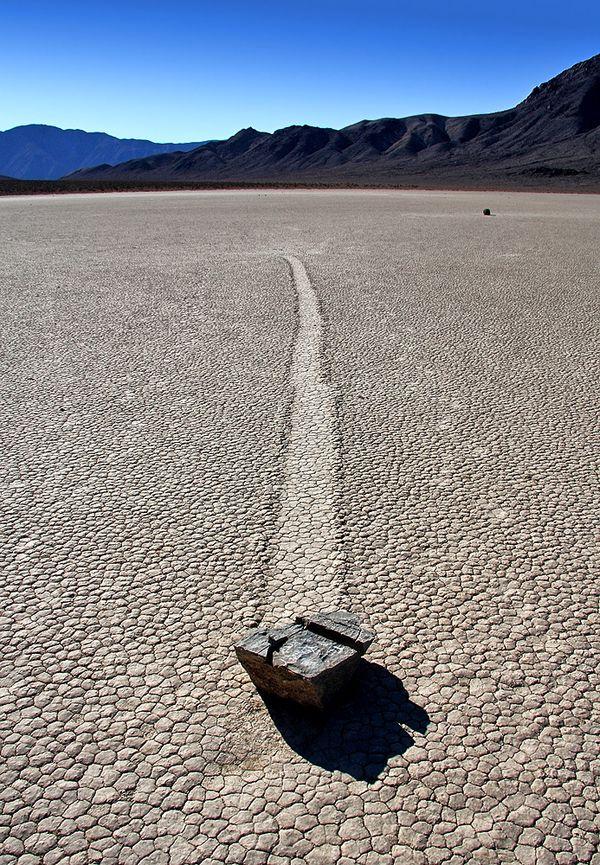 Долина движущихся камней