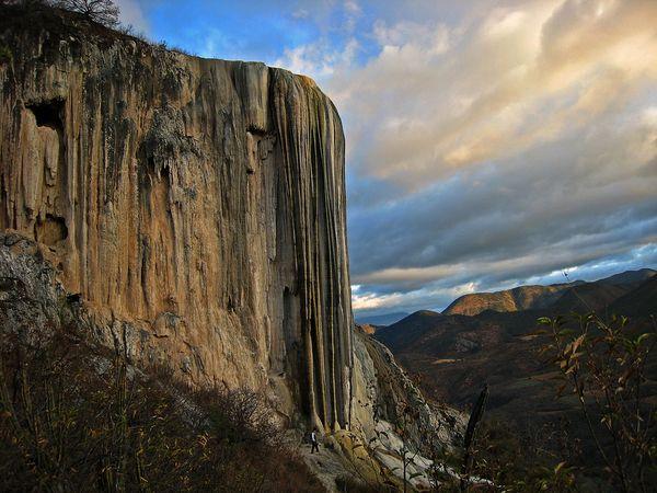 Застывший водопад Hierve el agua