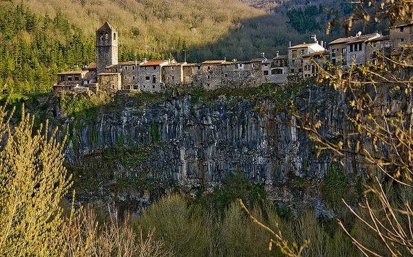 Кастельфоллит де ла Рока (Castellfollit de la Roca)