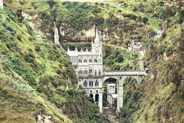 Церковь Лас-Лахас  (исп. El Santuario de la Virgen del Rosario de Las Lajas en Ipiales)