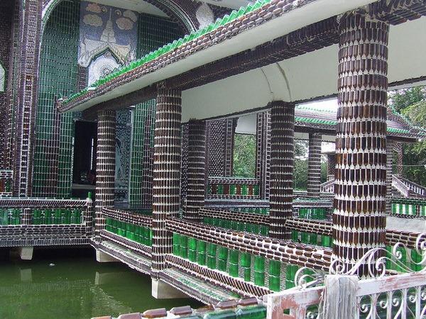 Ват Лан Куад – храм из пивных бутылок