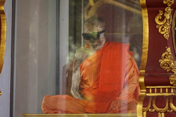 Wat Khunaram: Мумифицированный монах на Самуи Мумифицированный монах на Самуи Мумифицированный монах на Самуи 12518311135 2cd7ac9414 z