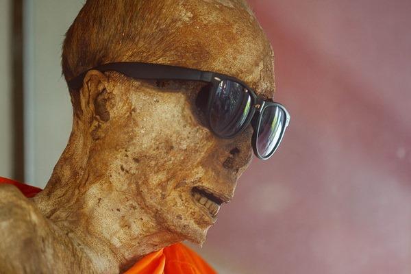 Wat Khunaram: Мумифицированный монах на Самуи Мумифицированный монах на Самуи Мумифицированный монах на Самуи 12518621503 bb1235c70b z