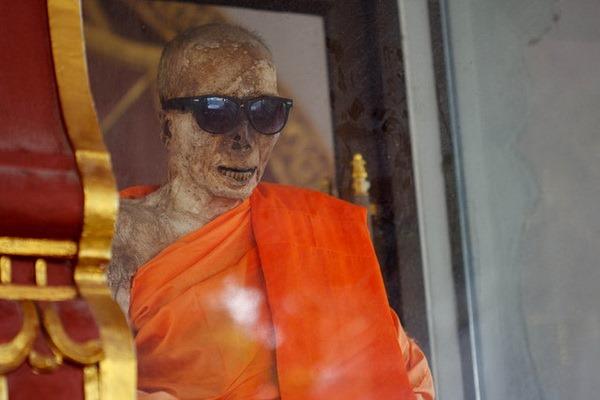 Wat Khunaram: Мумифицированный монах на Самуи Мумифицированный монах на Самуи Мумифицированный монах на Самуи 12518622593 f1e8108c62 z